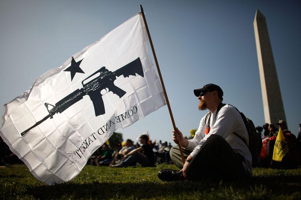 Demonstrant, zagovornik prava na oružje