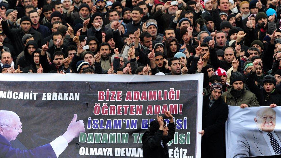 Erbakan'ın 2011'deki cenaze töreninde yüzbinlerce kişi