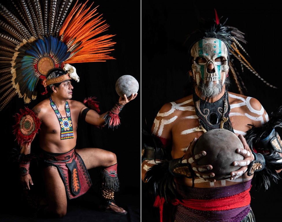 Meksički igrač Fernando Lopez i Horhe de Hesus Truhilo poziraju sa gumenom loptom