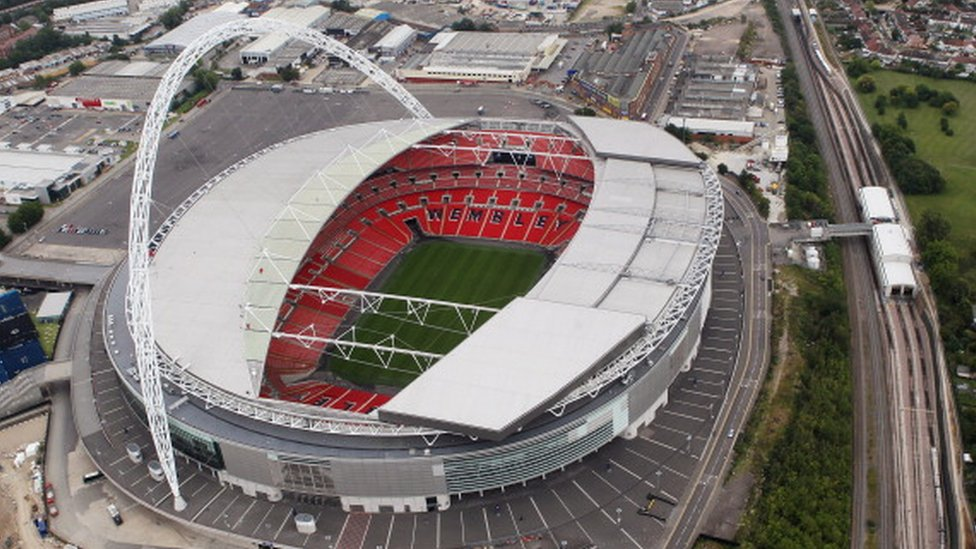 Football fans warned of Wembley play-off train delays