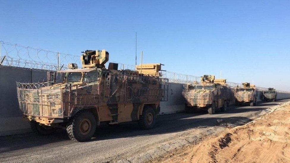 قوات تركية وروسية في شمال سوريا