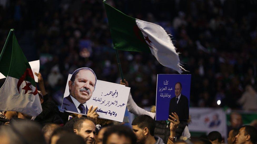حزب جبهة التحرير الوطني أعلن رسميا ترشيحة لبوتفليقة للنتخابات الرئاسية لعام 2019ى خلال اجتماع شعبي في العاصمة الجزائر في 09 فبراير 2019