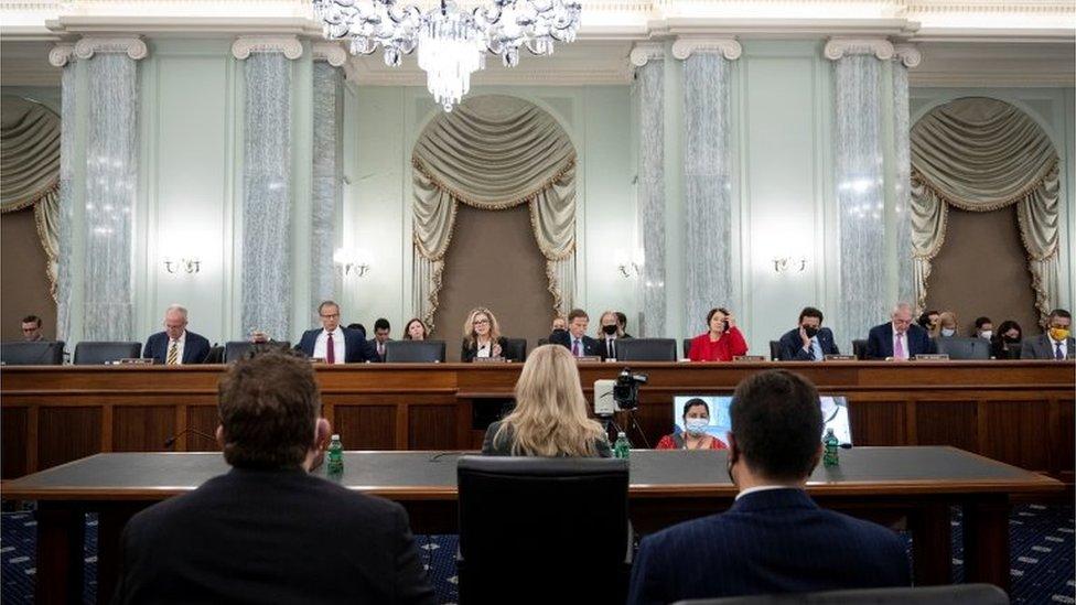 Frances Haugen ofrece su testimonio ante el Senado de Estados Unidos.