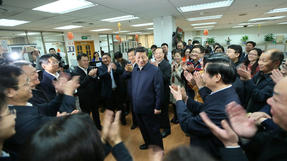 Xi Jinping getting a round of applause from smiling staff at the People's Daily
