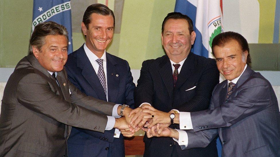 Alberto Lacalle de Uruguay, Fernando Collor de Mello de Brasil, Andreas Rodriguez de Paraguay y Carlos Menem de Argentina.