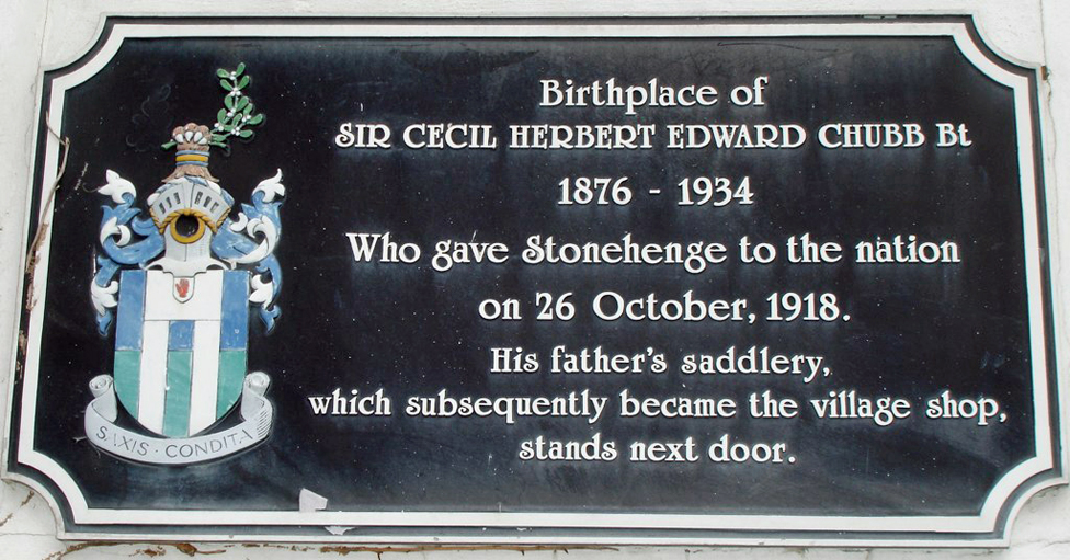 """Plaque commemorating Sir Cecil Chubb: """"Birthplace of Sir Cecil Herbert Edward Chubb Bt 1876-1934 who gave Stonehenge to the nation on 26 October 1918. His father's saddlery, whcih subsequently became the village shop, stands next door."""""""