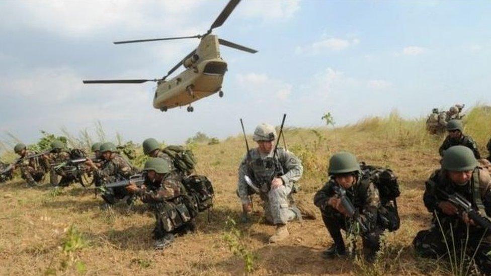 6月初菲律賓外長表示要暫停美菲《訪問部隊協議》的終止過程,為兩國軍隊可以繼續進行軍演保留方便之門