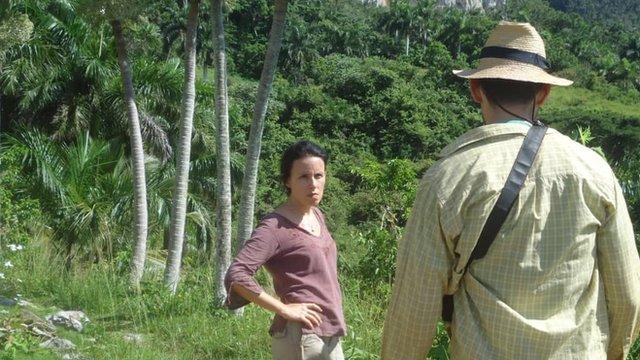 Omara Urquiola y su germano Ariel trabajan en la finca.