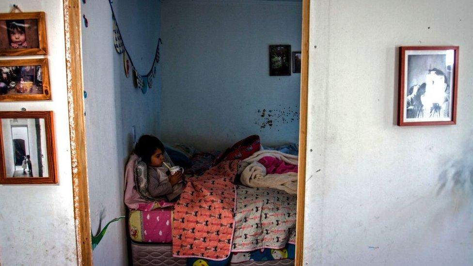santiago'da bir yoksul çocuk.