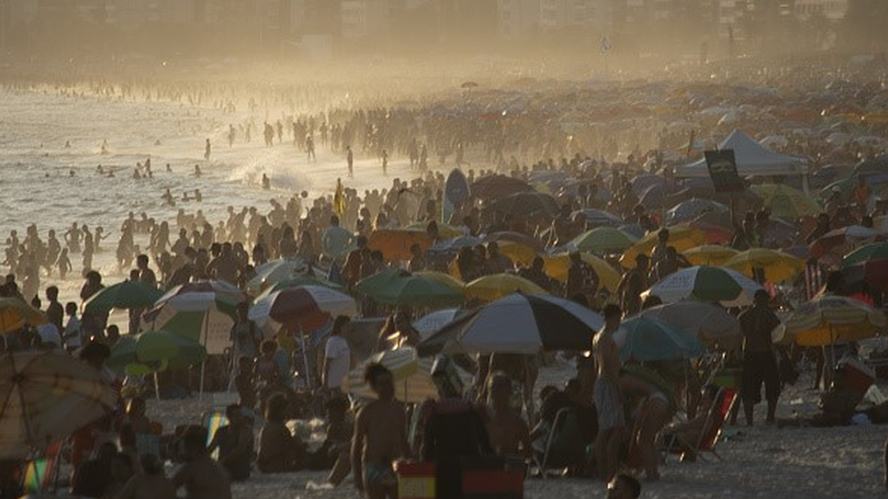 Praia do Rio de Janeiro lotada