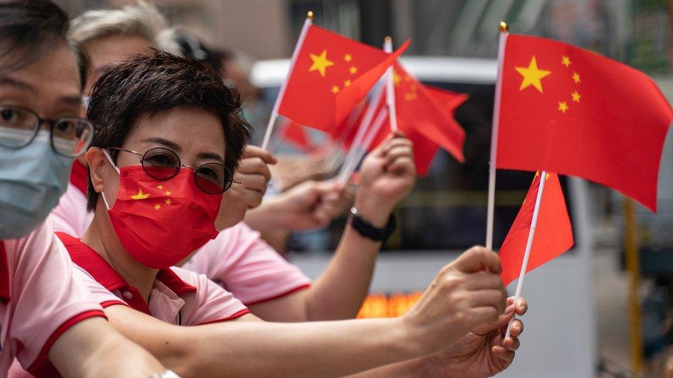 中國國慶日親北京香港群眾揮舞五星紅旗巡遊(1/10/2020)