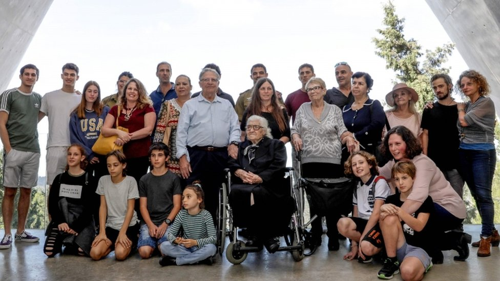 Melpomeni Dina (C) surrounded by Yossi Mor, Sarah Yanai and their children and grandchildren