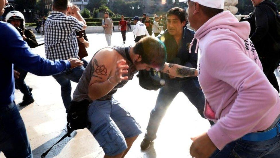 Enfrentamientos entre miembros de la comunidad LGBT y simpatizantes de Zapata