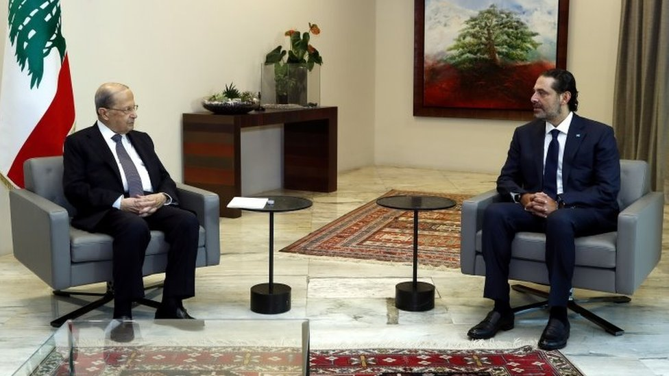 Lebanese President Michel Aoun (L) speaks to former Prime Minister Saad Hariri (R) at the Baabda Palace (12 October 2020)