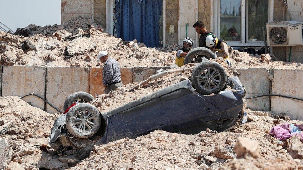 ركام جراء الضربة الأمريكية التي استهدفت إدلب