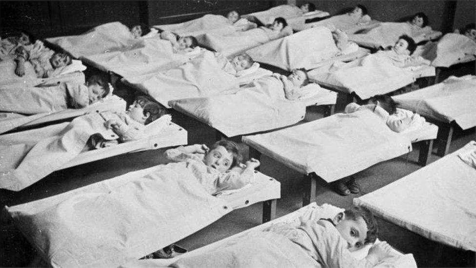 Children detained in the Hollandsche Schouwburg in 1942