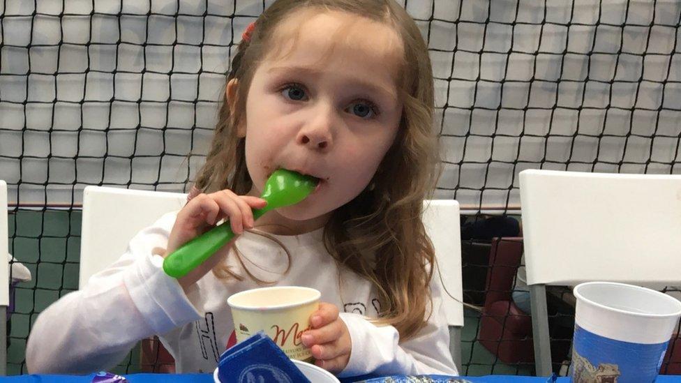 На свято до дитини з аутизмом не прийшли друзі. Вечірку врятували незнайомці