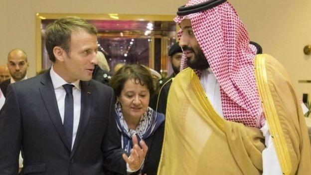 الرئيس الفرنسي إيمانويل ماكرون(يسار) وولي العهد السعودي الامير محمد بن سلمان