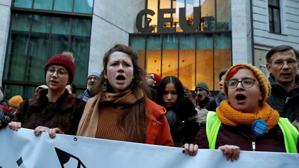 protest ispred CEU