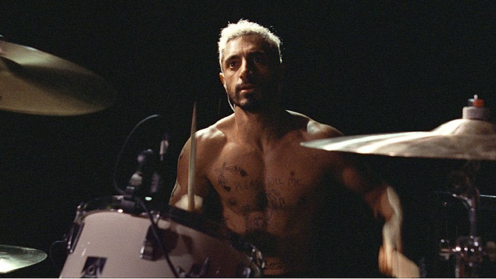 """Riz Ahmed en su papel como Ruben Stone en """"Sound of Metal"""" (""""El sonido del metal"""")."""