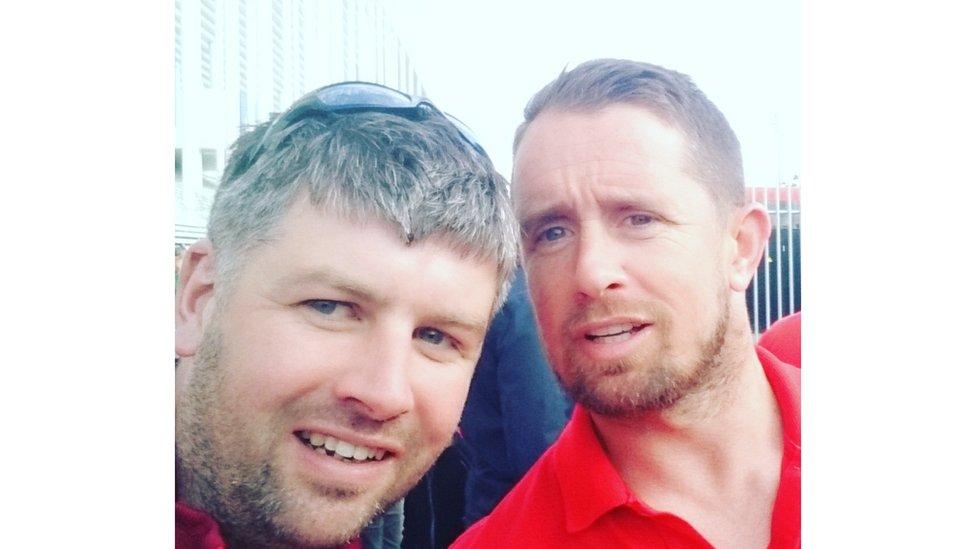 Roedd Jamie Atherton o Drawsfynydd ar wîb i gael y llun yma gyda'rcyn-asgellwr rygbi Shane Williams