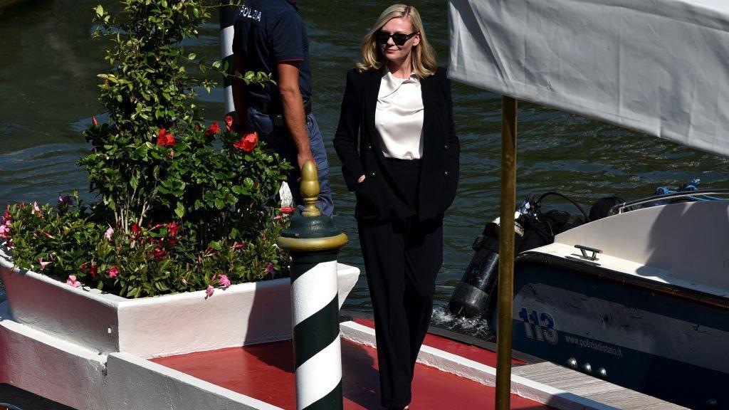 وصول الممثلة الأمريكية كيرستن دانست إلى البندقية
