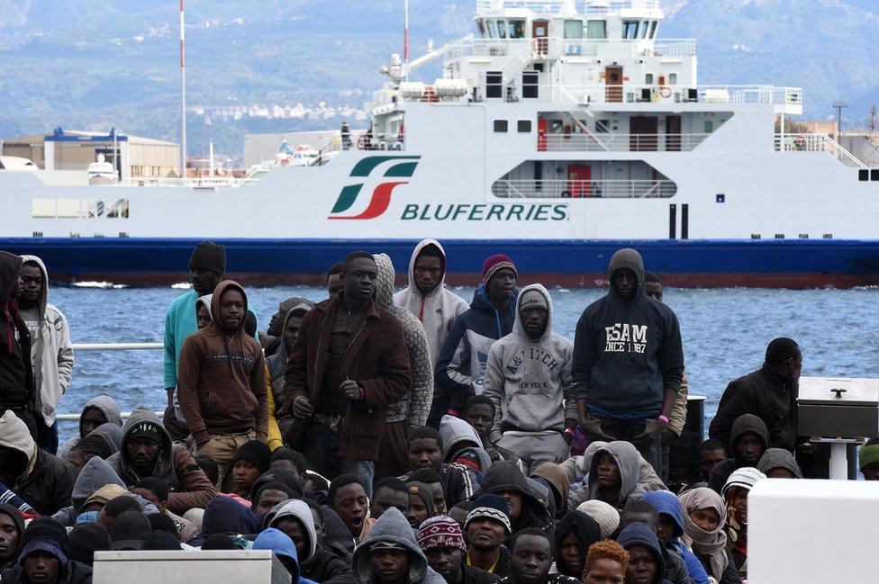 Inmigrantes llegan a Messina, 16 de marzo de 2016