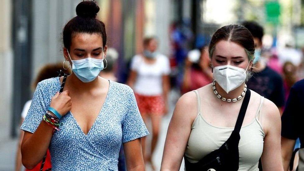Коронавирус в Европе: Испания вводит частичный локдаун, премьер Болгарии заболел Covid-19