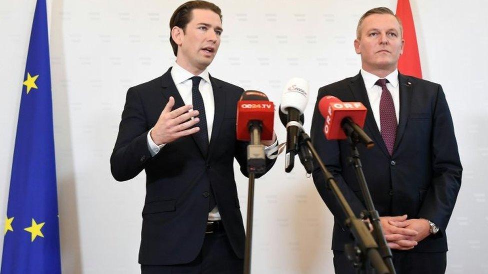 Austrian Chancellor Sebastian Kurz (left) and Defence Minister Mario Kunasek at a press conference in Vienna. Photo: 9 November 2018