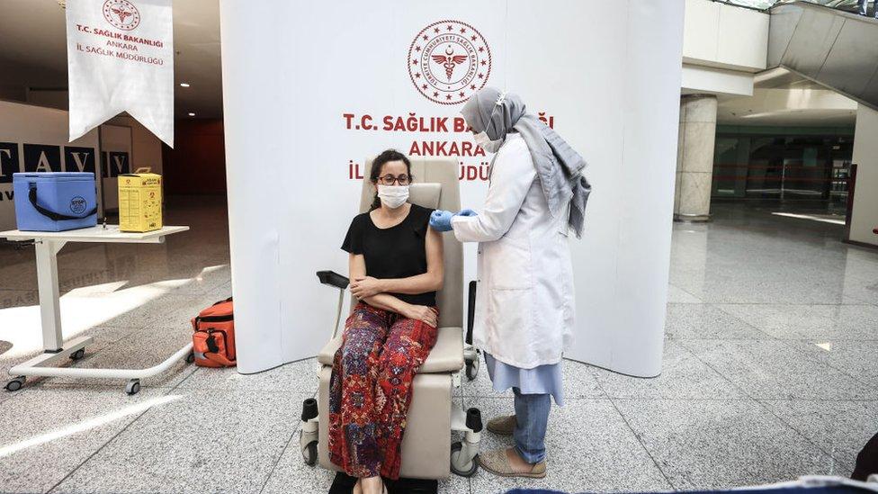 Türkiye'de havalimanlarında da aşılama yapılıyor