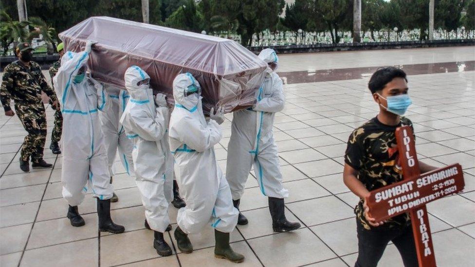 Un cortejo fúnebre en Indonesia
