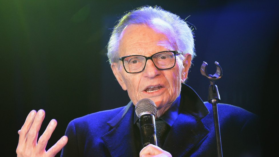 Veteran US broadcaster Larry King 'in hospital with Covid' thumbnail