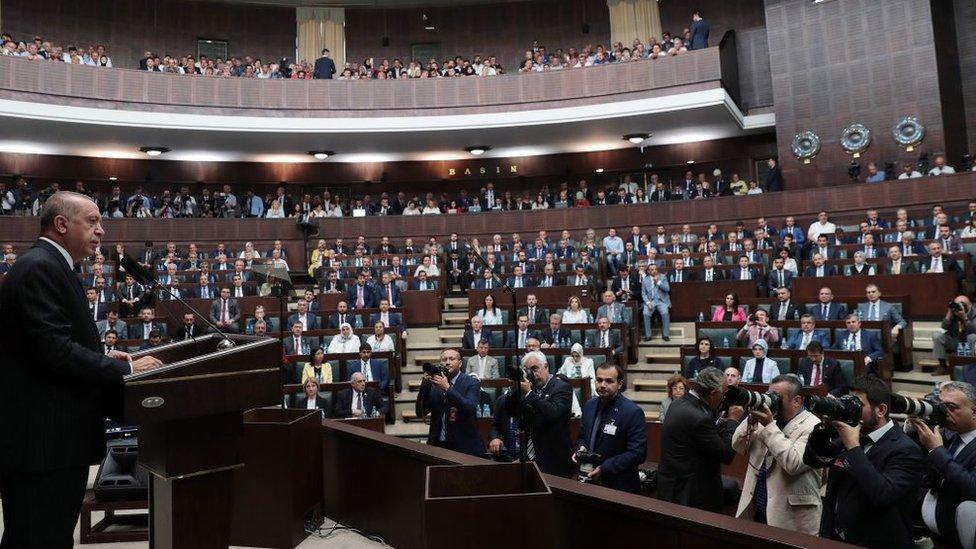 Erdoğan Meclis'te AKP Grup toplantısında kürsüde konuşuyor