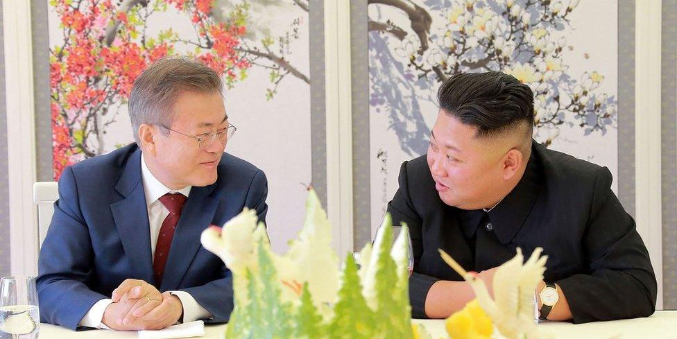 El presidente surcopreano Moon Jae-in y Kim Jong-un