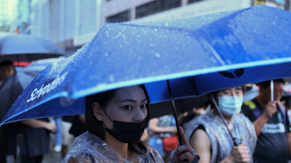 हांगकांग: लाखों लोगों ने किया शांतिपूर्ण प्रदर्शन
