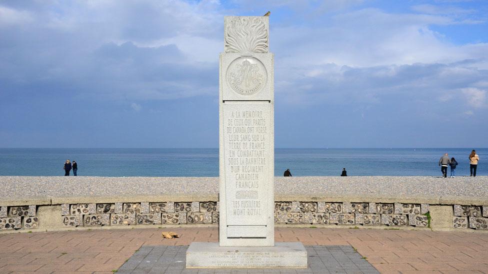 Un monumento en homenaje a los soldados canadienses caídos en Dieppe el 19 de agosto de 1942.