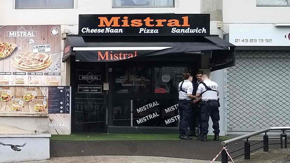 Посетитель парижского ресторана застрелил официанта из-за сэндвича