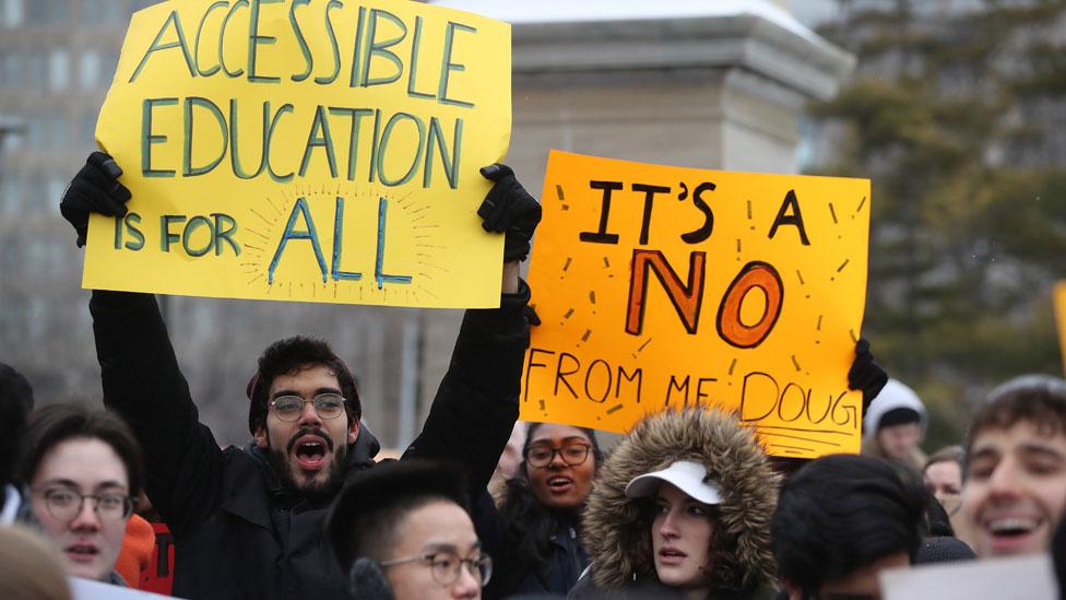 Protesta de estudiantes en Toronto.