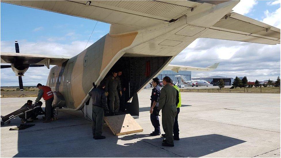Personal militar en un avión del ejército de Chile
