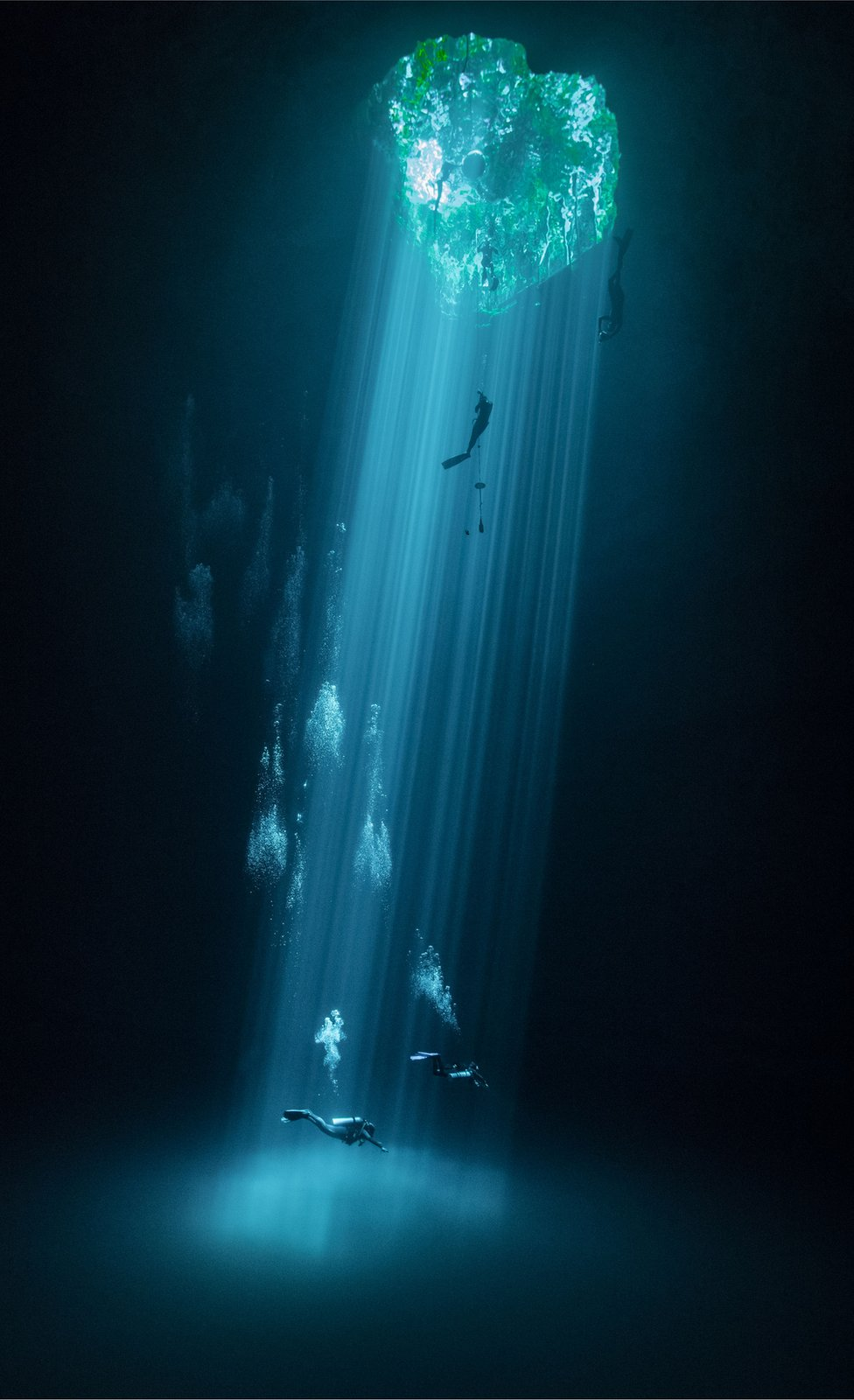 Ronilac u podvodnoj pećini