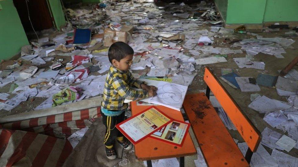 दिल्ली हिंसा: वो छात्र जो न पढ़ पा रहे, न परीक्षा दे पा रहे