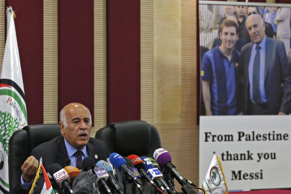 Jibril Rajoub of the Palestinian Football Association speaks to reporters in Ramallah (6 June 2018)