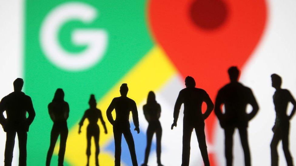 El logo de Google Maps con siluetas