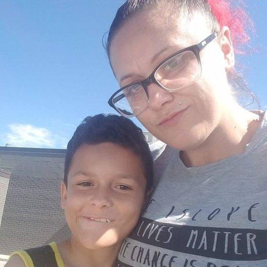 Madre con su hijo.