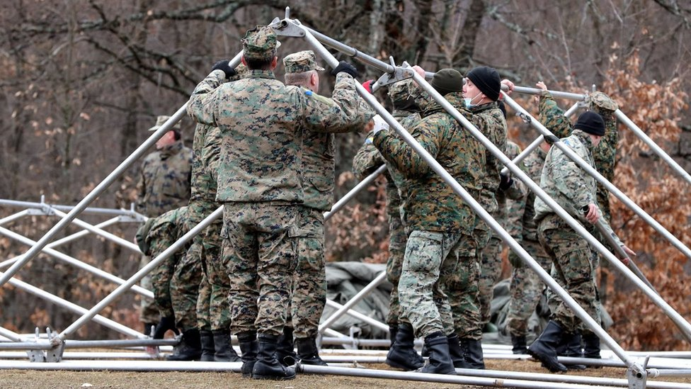 Bosnian soldiers erecting tents, 1 Jan 21