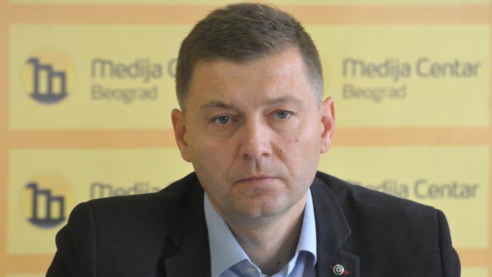 Zelenović je 45-godišnji političar, diplomirani pravnik, koji je široj javnosti postao poznat 2014. kada je izabran za prvog čoveka Šapca