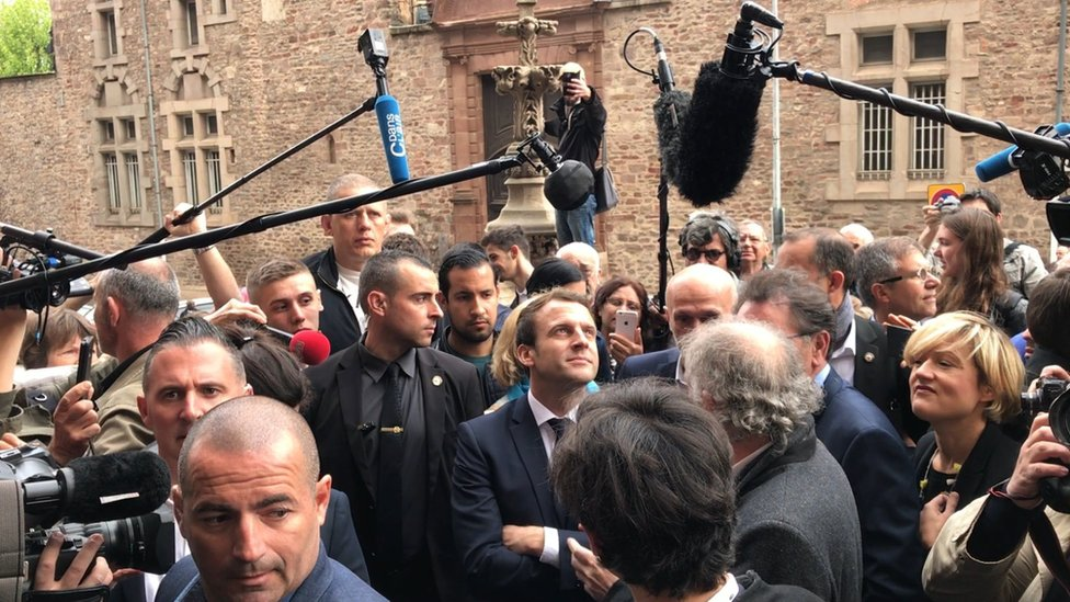 Emmanuel Macron (centre) outside Rodez cathedral in southern France (5 May 2017)