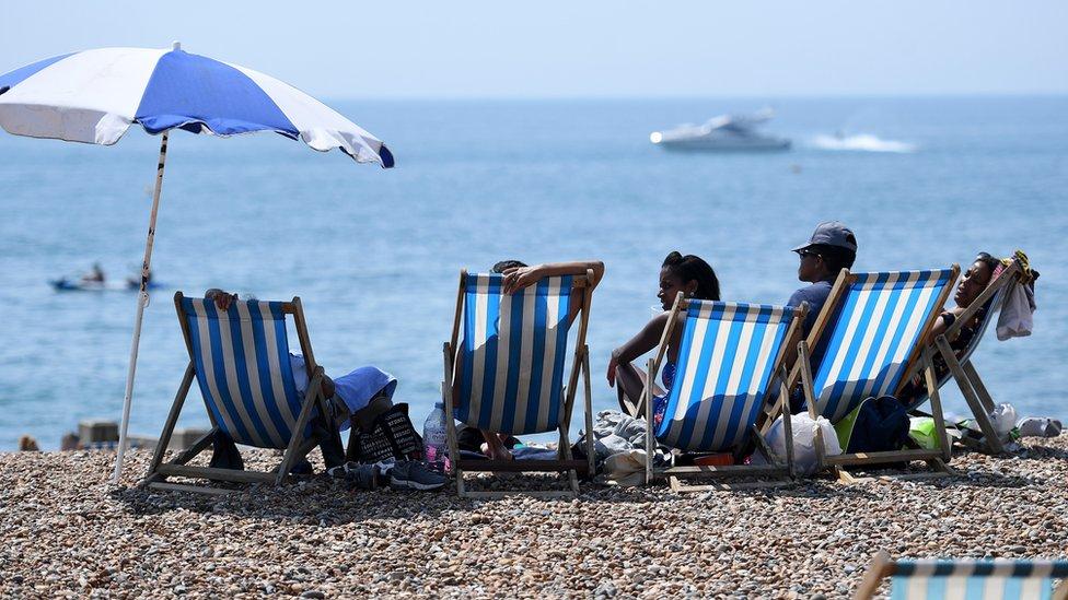 Thomas Cook blames heatwave for profit warning
