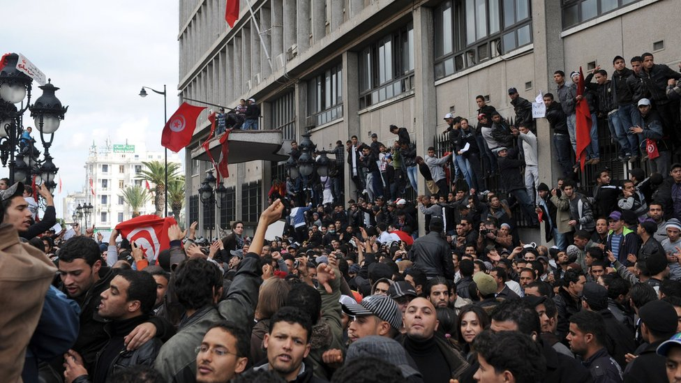 مشهد الثورة التونسية قبيل تنحي بن علي 2011