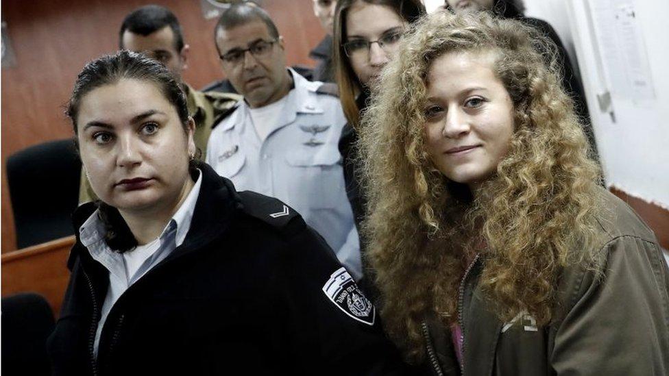 Ahed Tamimi en la corte.